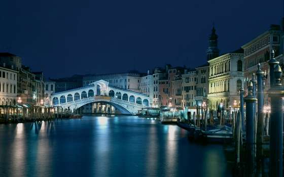 Rialto Bridge wallpaper.