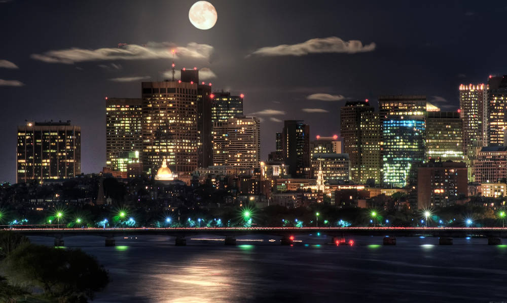Notte in Boston.