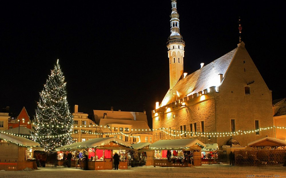 Gorgeous wallpaper with the image of the city of Tallinn, on the eve of the New Year.