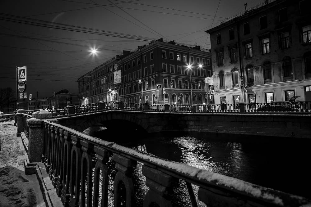 St. Petersburg black and white wallpaper.