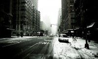 Photo noir et blanc d'un neigeux, glacial New York